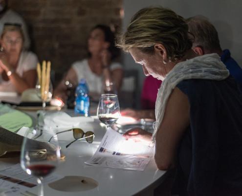 Degustazioni vini nella Sala dei 5 sensi presente nella Torre di Barbaresco