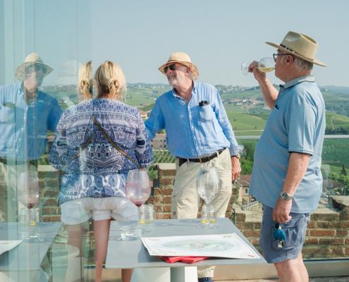 Aperitivi sulla terrazza panoramica della Torre di Barbaresco